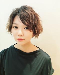 大人可愛い外人風ショートパーマ|RENJISHI KICHIJOJIのヘアスタイル