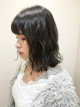 ツヤ感のあるグレージュミディ|RENJISHI KICHIJOJI 宮本 華早のヘアスタイル
