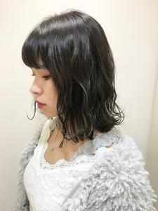 ツヤ感のあるグレージュミディ|RENJISHI KICHIJOJIのヘアスタイル