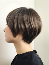 ハイライトを効かせたシルエットショート|RENJISHI KICHIJOJI 宮本 華早のヘアスタイル