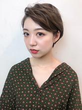 耳かけニュアンスパーマショート サイド|RENJISHI KICHIJOJI 宮本 華早のヘアスタイル