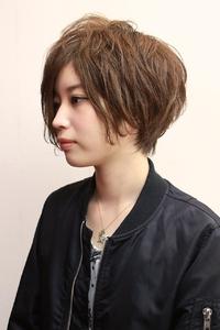 前髪長めのパーマショート