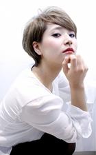 サイドバングの耳かけショート|RENJISHI AOYAMA 津田 弘美のヘアスタイル