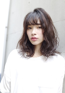 セミウエットミディ RENJISHI AOYAMAのヘアスタイル