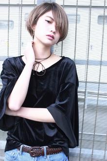 丸みのあるハイトーンショート|RENJISHI AOYAMAのヘアスタイル