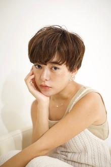 大人くせ毛グレージュショート|RENJISHI AOYAMAのヘアスタイル