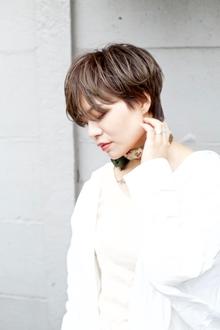 ブラウンベースのグレージュショート|RENJISHI AOYAMAのヘアスタイル