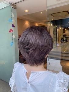 秋仕様な大人ピンクで控えめに|大阪上本町駅から徒歩1分の美容室|ロンロンシャ 都ホテル店のヘアスタイル