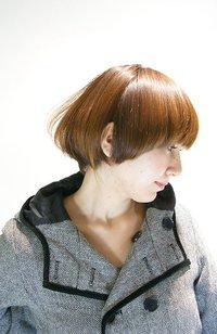 ツヤとフォルムで魅せるショートヘア