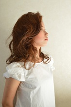 明るめカラーで抜け感のある大人ロング|clip sieteのヘアスタイル