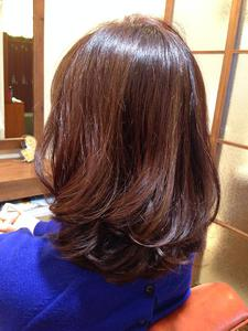 ツヤ感ミディ|Synergyのヘアスタイル