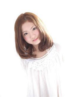 ふんわり内巻きのアッシュカラーミディ|HAIR MAKE UE2 三国ヶ丘駅前店のヘアスタイル