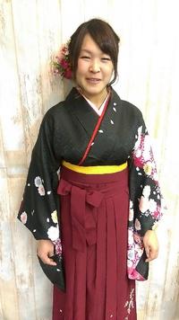【卒業式】編み込み袴スタイル@黒髪に映える鮮やか花飾り