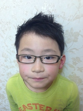 メガネがかわいい無造作キッズ束感ショート|felicita 緑地公園店のキッズヘアスタイル