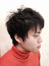 好感度アップのアシンメトリーツーブロック黒髪スタイル