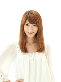 シンプルなストレートヘアに毛髪補修カラー ベージュカラーです