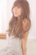 ルーズフェミニンなルミエールカラーのカジュアルロング|felicita 福島店のヘアスタイル