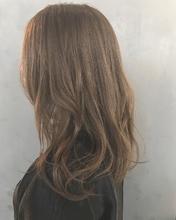 透明感ベージュカラー|MASHU GRAND VASEのヘアスタイル