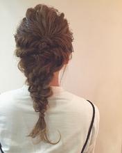 なみなみ三つ編みダウンスタイル|MASHU GRAND VASEのヘアスタイル