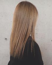 ハイトーン×ストレート|MASHU GRAND VASE 茨木 麻友子のヘアスタイル