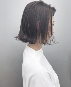 切りっぱなしイルミナアッシュ|MASHU GRAND VASEのヘアスタイル