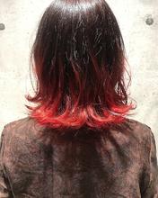 鮮やかなレッドグラデーション|MASHU ADOBEのヘアスタイル
