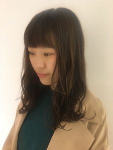 前髪ぱつっとやわからベージュ MASHU NU茶屋町店のヘアスタイル