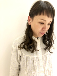 短め前髪とグレージュ