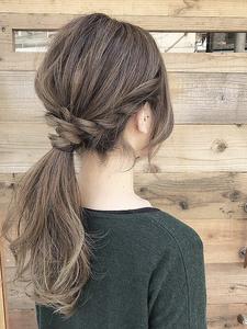 ほんの少し一手間加えた大人ポニーテール|rocca hair innovation 稲毛西口店のヘアスタイル