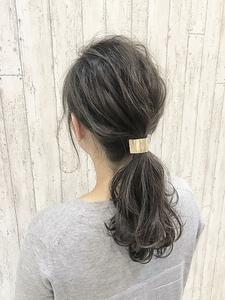 アディクシーカラーで透明感のある大人アッシュローポニー|rocca hair innovation 稲毛西口店のヘアスタイル