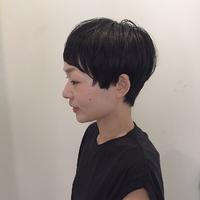 黒髪マッシュショート