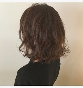 質感ボブ・ミルクティカラー|Lumier de mashuのヘアスタイル