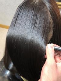 【女王のヘアエステ】髪の毛に、うねりがあるから艶が出ない!!