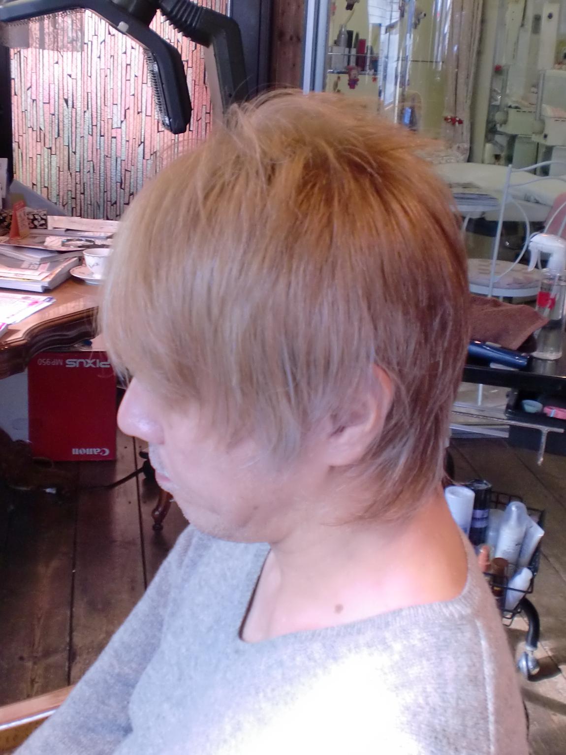 電子トリートメントで髪と頭皮に負担を掛けずにブリーチ&カラー