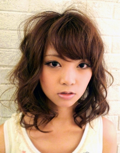 シフォンカールミディ|unpeu hair 六地蔵店のヘアスタイル