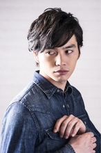 大人のカジュアルショートレイヤー|Hayato Tokyoのメンズヘアスタイル
