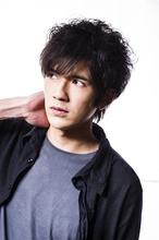 無造作くせ毛ショート|Hayato Tokyoのメンズヘアスタイル