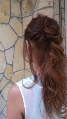 簡単ねじりハーフアップ|OrBのヘアスタイル