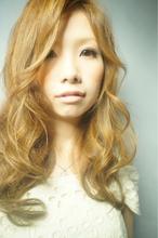 柔らかウェーブでつくるフェミニンスタイル|ヘアサロン VIVIT 久宝寺店のヘアスタイル