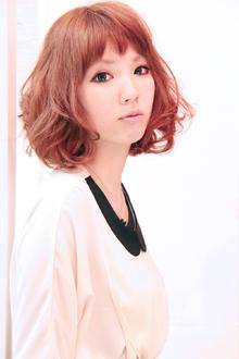 短めバングのふんわりミディ|UNLEASH HAIRのヘアスタイル