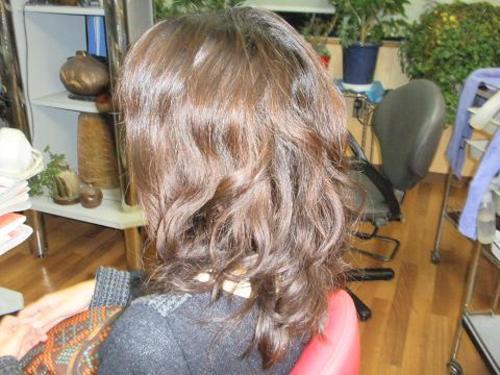 くせ毛を矯正してウェーブパーマ