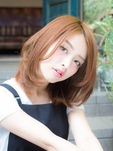 ベージュカラーのくびれミディ|L'avenir for hairのヘアスタイル