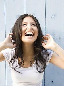 輝く大人女性の暗髪ロング|美容室 WORLDのヘアスタイル