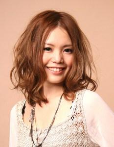 フワくしゅミディ|AUGUST hair nailのヘアスタイル