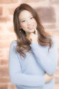 大人可愛いコケティッシュスタイルです☆カラーは、ミルクココアカラーでやわらかく☆大き目のカールで抜け感とナチュラルさを表現!!