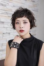 """クセ毛風のラフな束感でクールな""""こなれ感""""を演出 ROOTS Hirano Tomomiのヘアスタイル"""