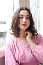 お手入簡単!外国人風ミディアムパーマ|ROOTS Yokoyama のヘアスタイル