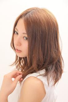 淡い温かみのあるカラーにやわらかスタイル Smile〜hair make feel〜のヘアスタイル