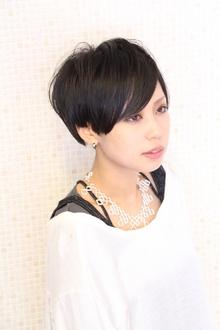 ちょっぴりモードなショート|RULA hairのヘアスタイル