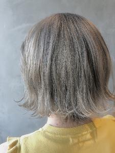 切りっぱなしボブ×シルバーグレージュ|Coletteのヘアスタイル